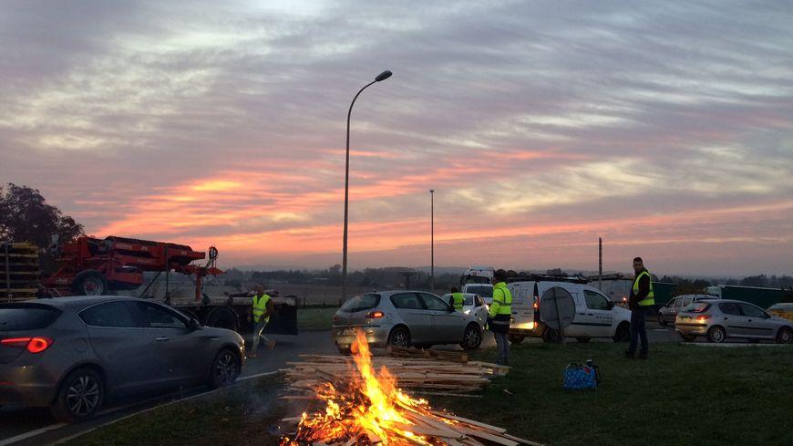 Les manifestants ont reçu le soutien des agriculteurs ce matin à Creysse.