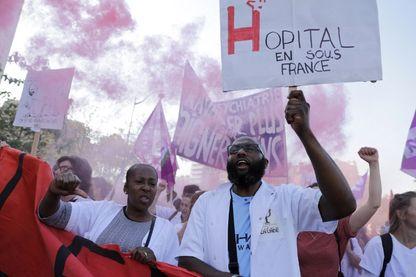 Manifestation de personnels soignants en grève, contre la paupérisation des moyens dans les hôpitaux publics (09 octobre 2018, Paris)