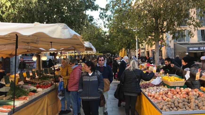 Le marché du Cours Lafayette à Toulon