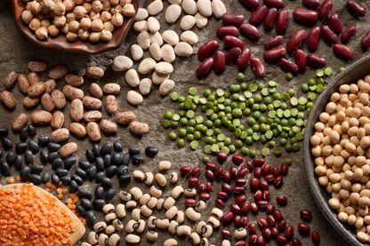 Légumes secs (ou légumineuses) : lentilles, fèves, haricots, pois chiches, pois cassés, petits pois...
