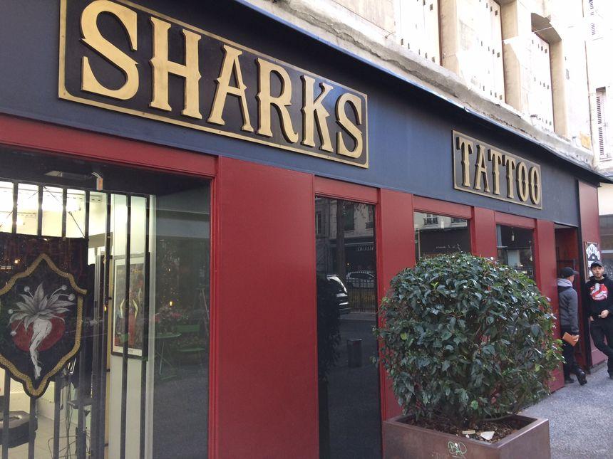"""La devanture du salon """"Shark's Tattoo"""" à Saint Etienne"""