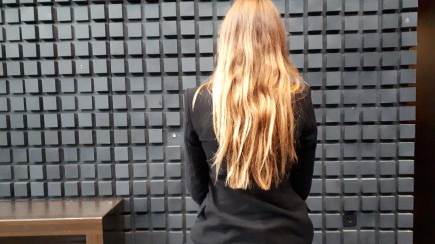 La jeune femme victime qui témoigne souhaite garder l'anonymat. Elle avait 17 ans au moment des faits.