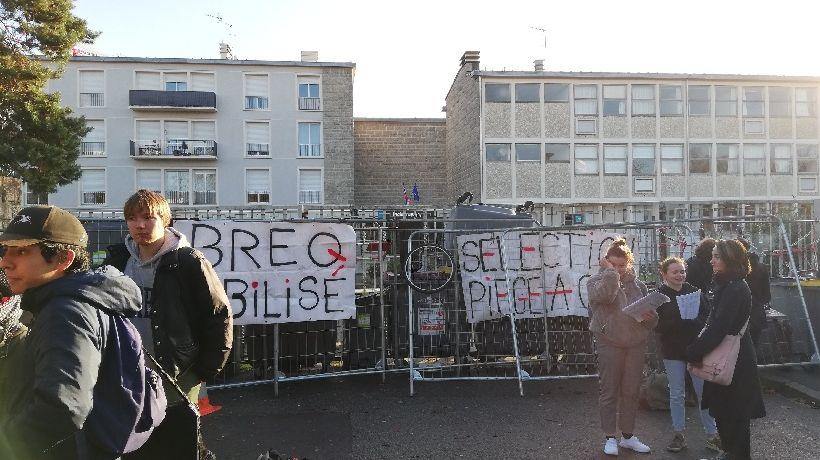 Le lycée Bréquigny au sud de Rennes est bloqué ce vendredi matin par des élèves.