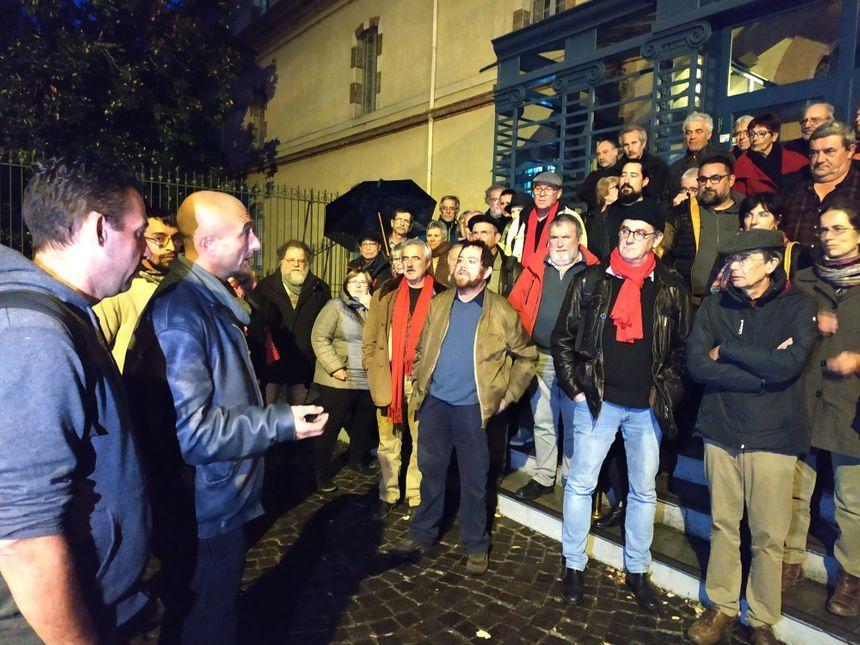 Diego et Yannick remercient leurs soutiens le 5 novembre devant la préfecture de Tarbes