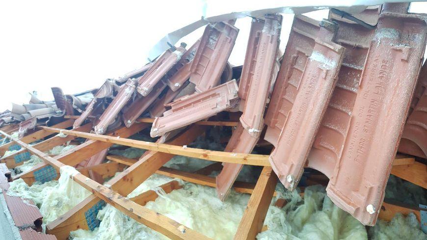 Las fotos Un tornado muy localizado en Crès, tejas y árboles arrancados.