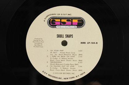 """Le label Mr Bongo réédite l'album """"Skull Snaps"""" du groupe de funk éponyme (daté de 1973)."""