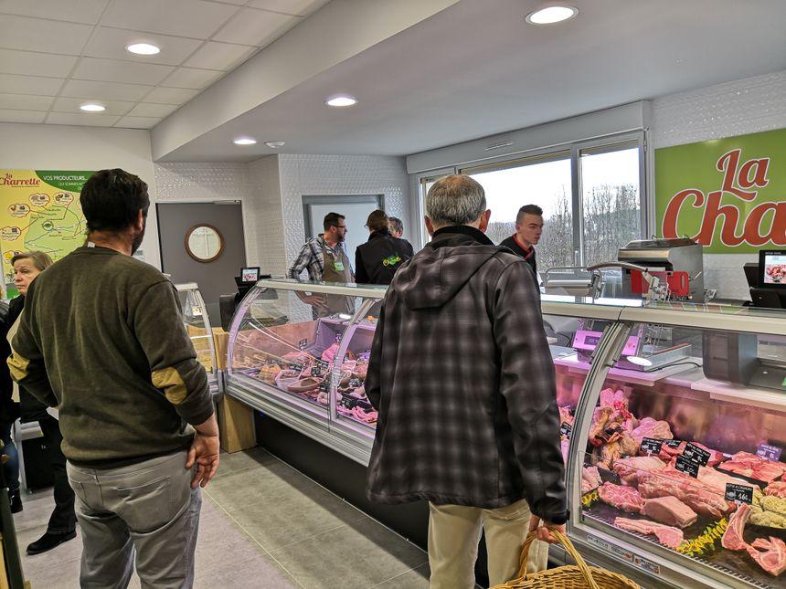 Les responsables du magasin parient sur la boucherie, la seule de Truyes, pour faire venir les clients.