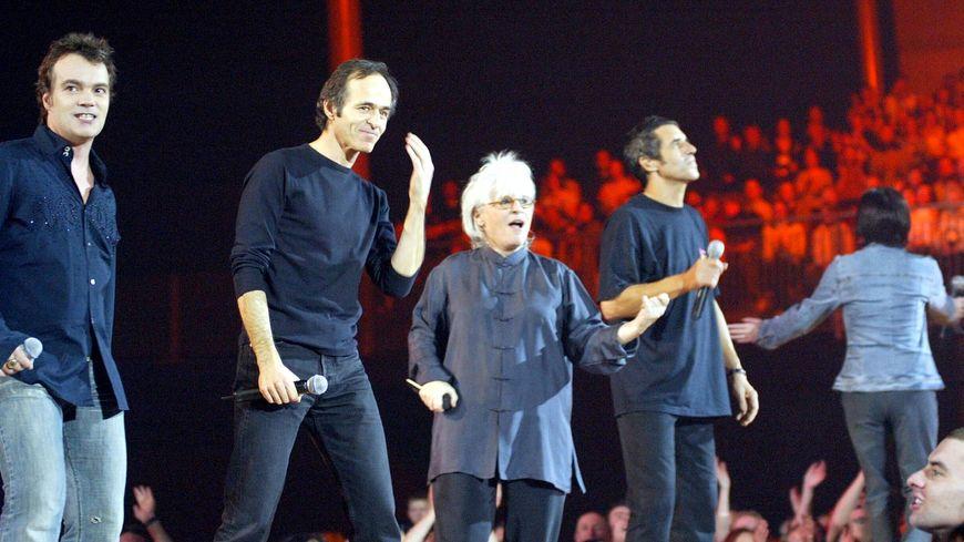 Zénith de Lille, 20 janvier 2003, dernier des six concerts complets des Enfoirés, au profit des Restos du cœur. Sur la photo Axel Bauer, Jean-Jacques Goldman, Catherine Lara et Julien Clerc.