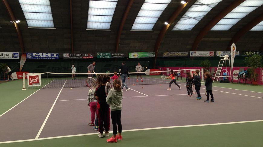 Des dizaines d'enfants à partir de six ans sont venus faire quelques échanges avec les deux stars du tennis.