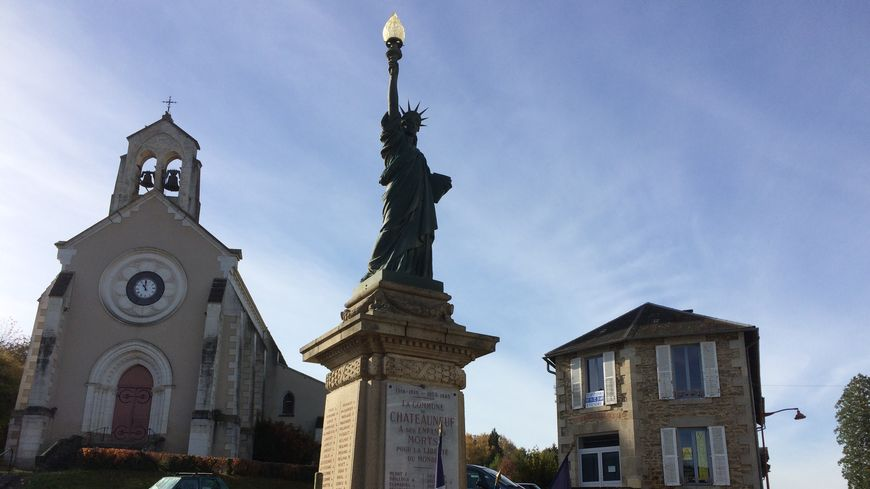 Les écoliers de Châteauneuf la Forêt ont notamment travaillé sur un projet autour du monument aux morts atypique de la commune