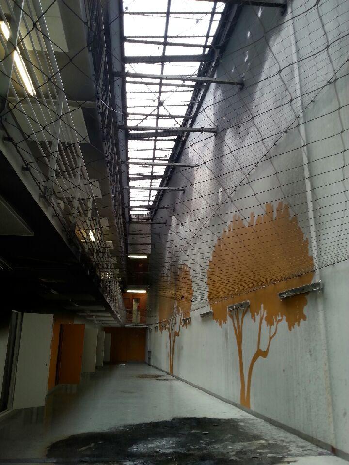 l'un des couloirs du quartier maison centrale incendié en Novembre 2016 - Radio France
