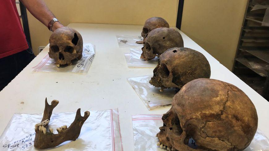 450 tombes ont été exhumées.