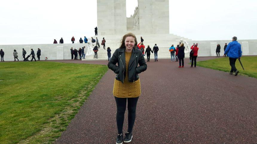Ingrid, 17 ans, pour la première fois au mémorial de Vimy.