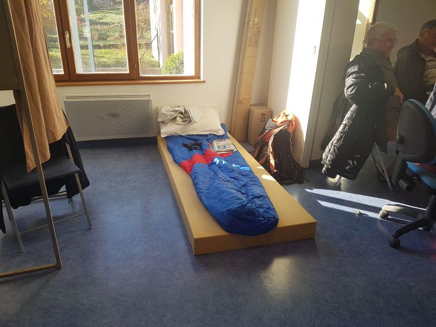 Pierre dort depuis samedi dans la salle du conseil municipal