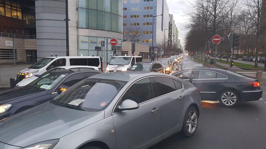 Manifestation des chauffeurs de VTC devant le Conseil Régional des Hauts de France, à Lille