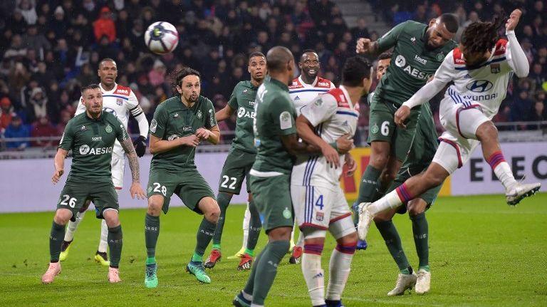 Denayer ouvre le score pour Lyon