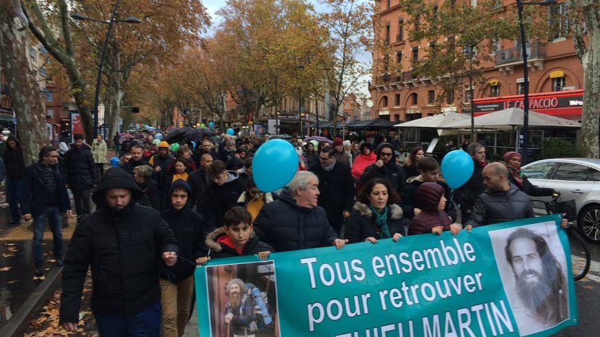 Ils étaient près de 800 à marcher entre la place Saint-Etienne et la place Jeanne d'Arc pour Mathieu Martin