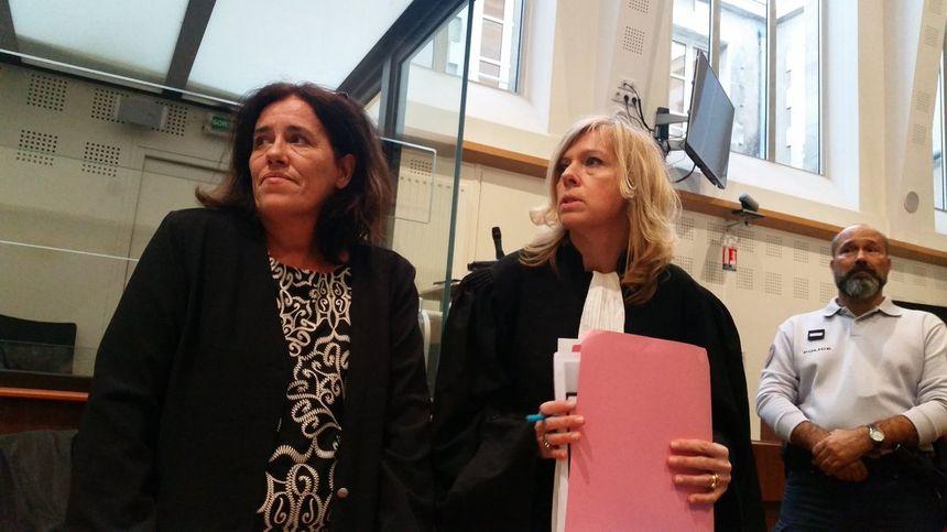 L'accusée Rosa Da Cruz, ici avec son avocate, devant la cour d'assises de Corrèze à Tulle