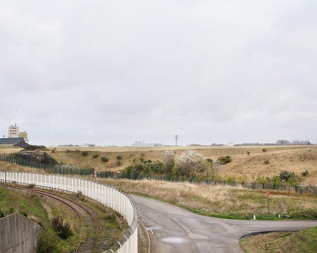 """La jungle de Calais, photo de la série """"Où l'ont fait de l'argent : les surfaces du capital algorithmique"""""""