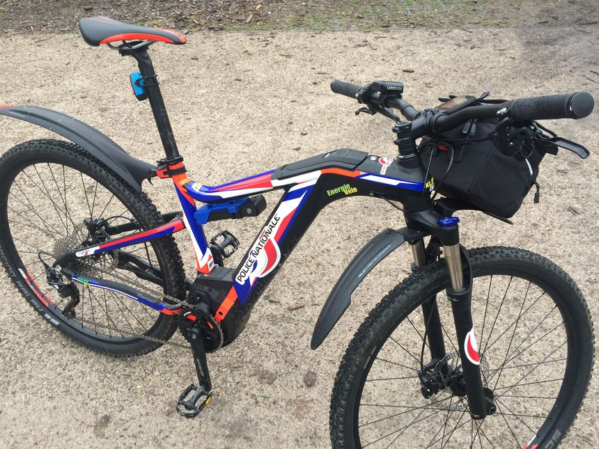 Les vélos électriques de la police nationale peuvent monter jusqu'à 25km/h