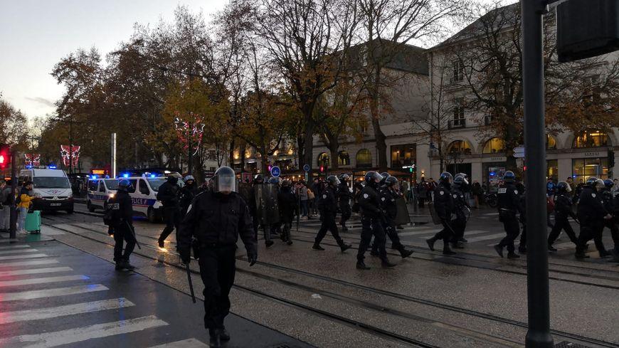 A 17h on compte encore une cinquantaine de  manifestants