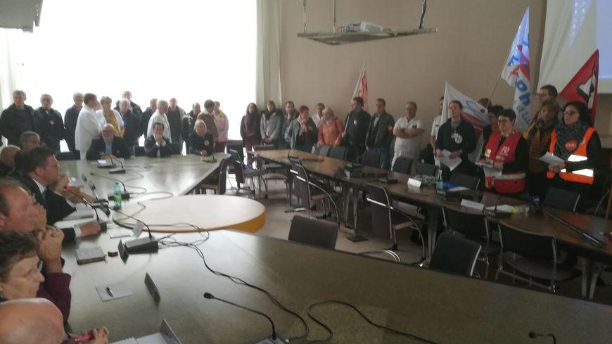 Conseil de surveillance de l'hôpital de Cherbourg : le personnel refuse les suppressions de près de 200 emplois