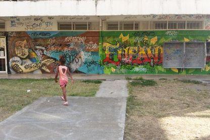 la Cité Pierre Lenquette à la sortie de Nouméa près de l'usine de nickel faisait la fierté des Kanaks qui arrivaient à sa construction dans les années 70