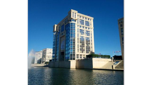 L'ancien hôtel de région de Montpellier est trop petit pour accueillir tous les élus.