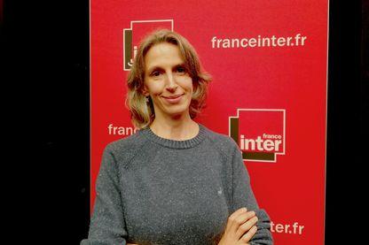 """Mona Chollet, journaliste et essayiste franco-suisse : auteure de """"Beauté fatale, les nouveaux visages d'une aliénation féminine"""" (2012) et dernièrement """"Sorcières, la puissance invaincue des femmes"""" (2018)"""