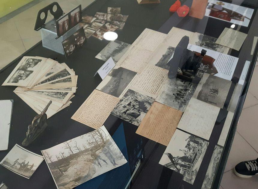 De nombreux documents et objets d'époque sont présentés au public