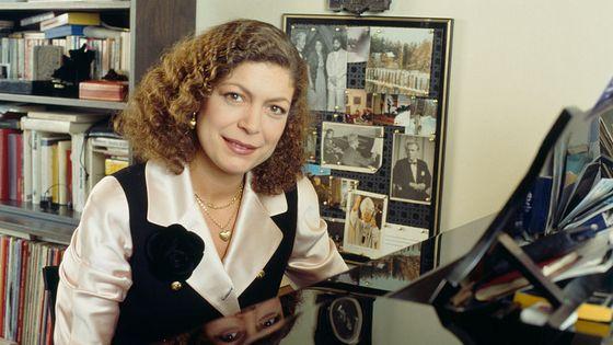La pianiste française Brigitte Engerer chez elle