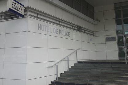 L'entrée de l'hôtel de police de Clermont-Ferrand