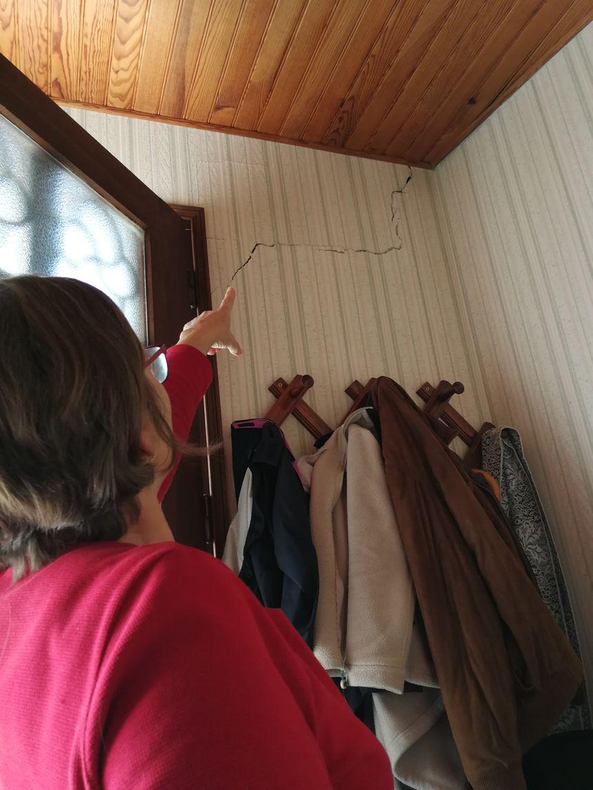 Des failles impressionnantes sont apparues dans la maison de Josette à Brognon