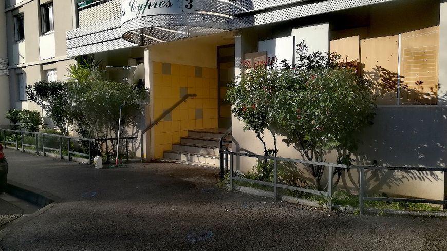 C'est au pied de cet immeuble qu'un homme a été tué à Toulon