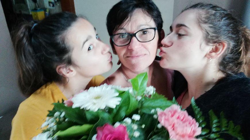 Lydie Brèthes et ses deux filles.