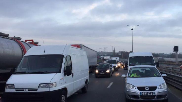 Plusieurs dizaines de voitures et camions bloqués sur l'A10, sur le Pont de la Dordogne mardi matin