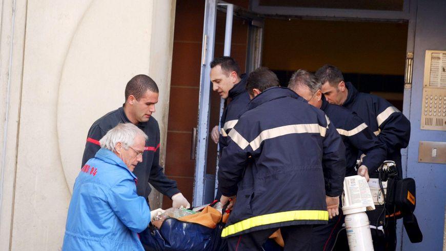En tout 34 pompiers sont intervenus, certains ont été touchés. ( image d'illustration)