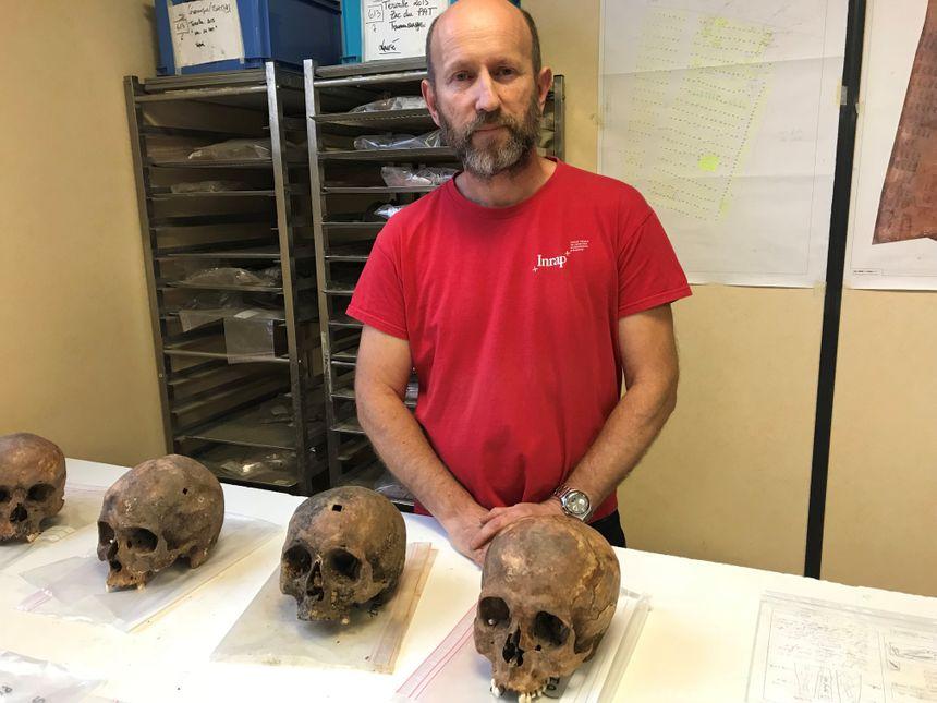 Frédéric Adam, archéo-anthropologue à l'INRAP et responsable de la fouille d'étude du cimetière de Spincourt.