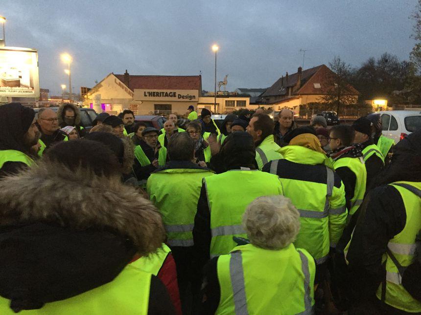 Une cinquantaine de personnes environ était sur le rond-point ce dimanche soir. Mais l'évacuation n'a rien changé à leur motivation, ils comptent bien se mobiliser de nouveau.