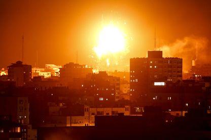 Raid israélien lundi soir sur le bâtiment de la télévision du Hamas dans la bande de Gaza.