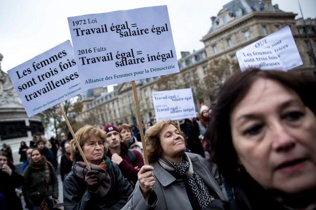 Le 7 Novembre 2016, le collectif Les Glorieuses a organisé un rassemblement à Paris pour lutter contre les inégalités salariales entre hommes et femmes.