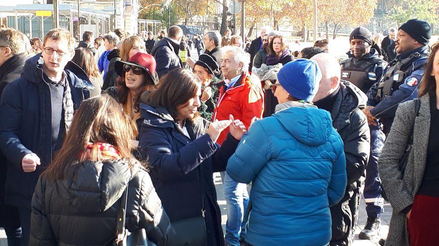Anne Hidalgo fête les deux ans de piétonnisation des quais avec les parisiens