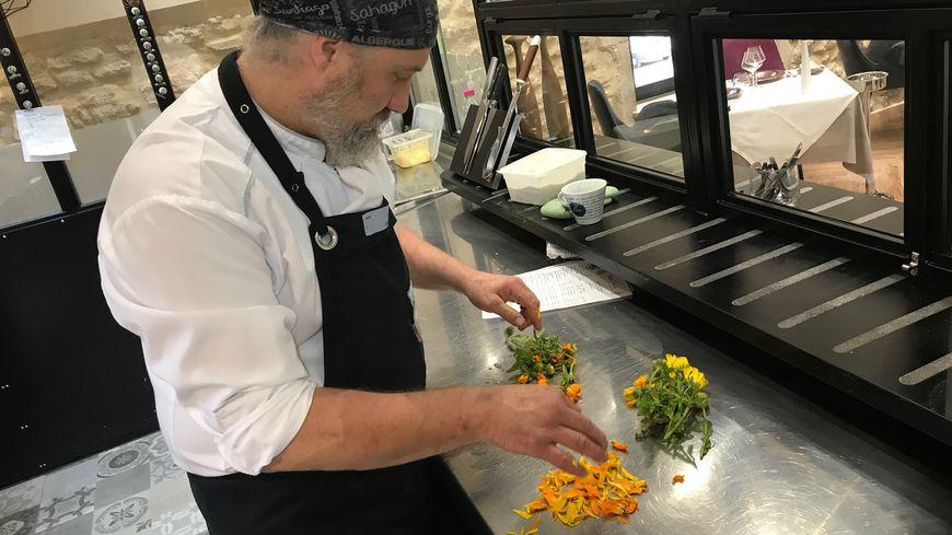 """Cédric Denaux, chef du restaurant """"Ô Trusquin"""" à Pierrelatte"""