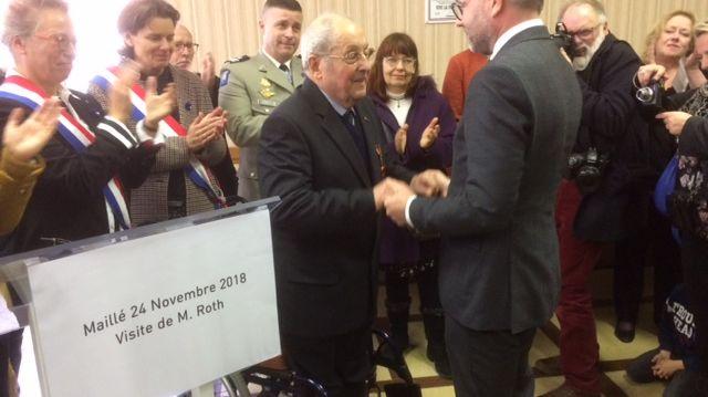 Une rencontre historique et émouvante entre Serge Martin, rescapé du massacre, et Mickaël Roth, le ministre allemand