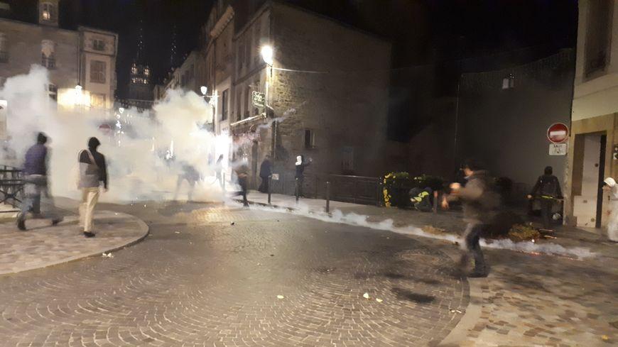 Scènes de guérilla urbaine à Quimper le 17 novembre.