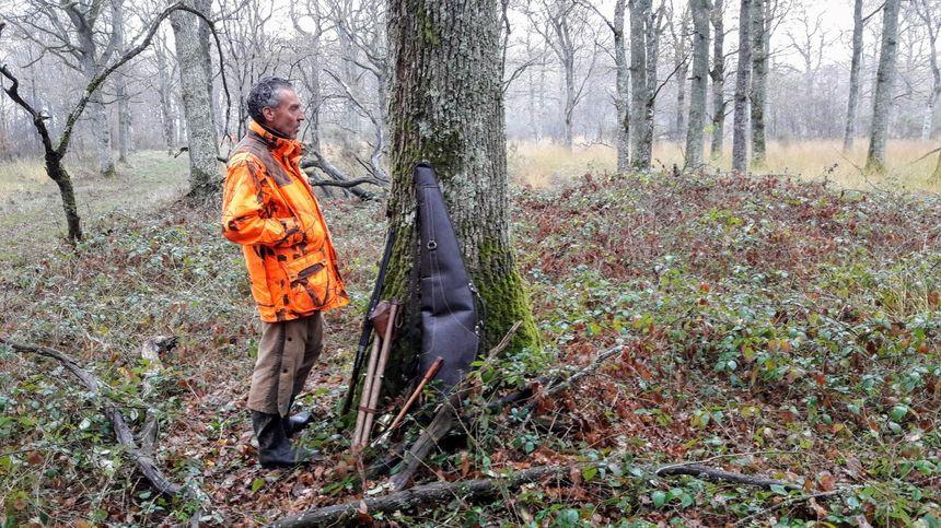 """Dominique Beaudet qui attend le gibier est un des co-fondateurs avec un autre berricho Nicolas Dubois de l'association """"Sportifs-chasseurs"""""""