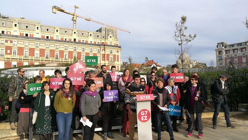 Une conférence de presse organisée devant l'hôtel du palais de Biarritz où se retrouveront les chefs d'états