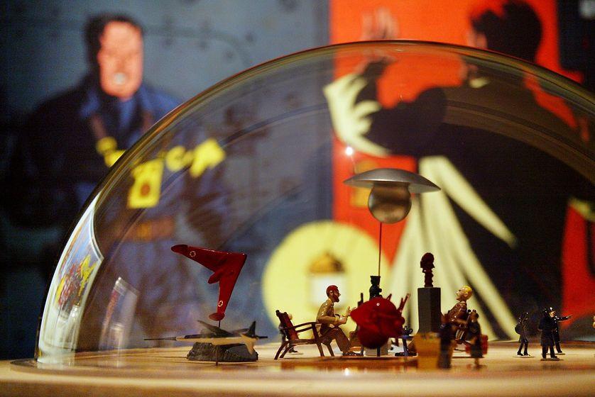 Figurines à l'effigie des personnages Blake et Mortimer lors d'une exposition en 2003 au musée de l'Homme à Paris en hommage à Edgar P. Jacobs, à l'occasion du 100ème anniversaire de sa naissance.