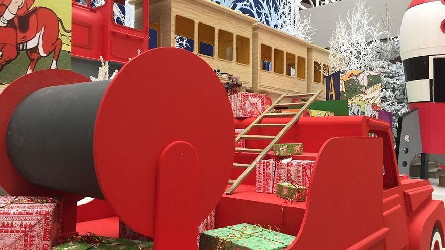 1.000 m² de décors et une centaine de marionnettes animées sur le thème de Noël dans l'Hôtel de ville du Havre.