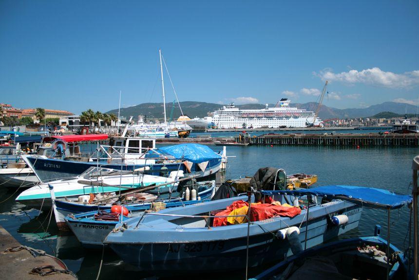 Le port de commerce d'Ajaccio